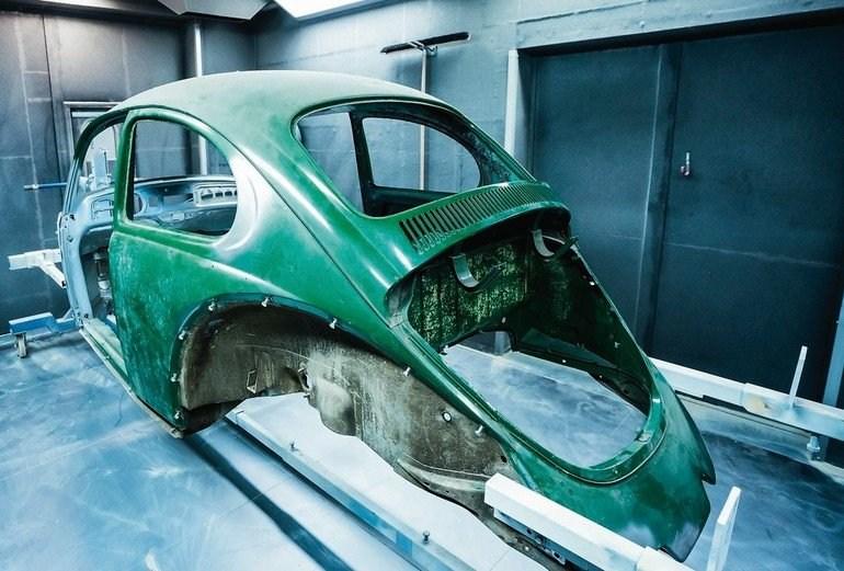 Die erste Station bei grundlegenden Restaurierungen ist wie bei diesem Käfer das Strahlwerk Deluxe von Robin Seifarth.