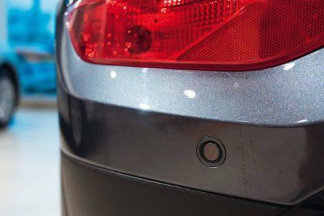 Parking_sensors_on_a_car