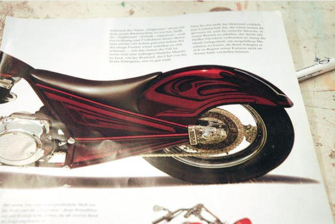 Bei der Gestaltung der Fläche diente eine Motorrad-Designlackierung aus den 70er-Jahren als grobe Vorlage.