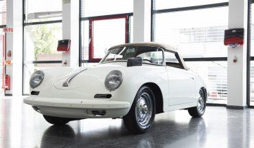 Innovation trifft Erfahrung: Das Farbtonmessgerät RATIO Scan 12/6 auf einem Porsche 356 Roadster. Foto: Glasurit